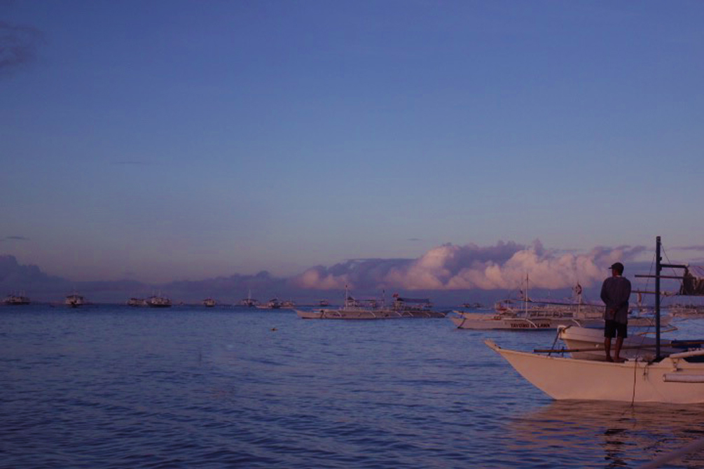 Leaving for Balicasag Island at Sunrise | cat-elle.com