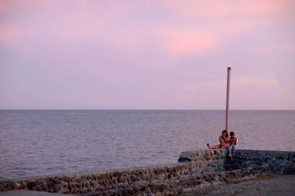 Children at Sunset | Dumaguete Travel Diary by Catriona Gray | cat-elle.com